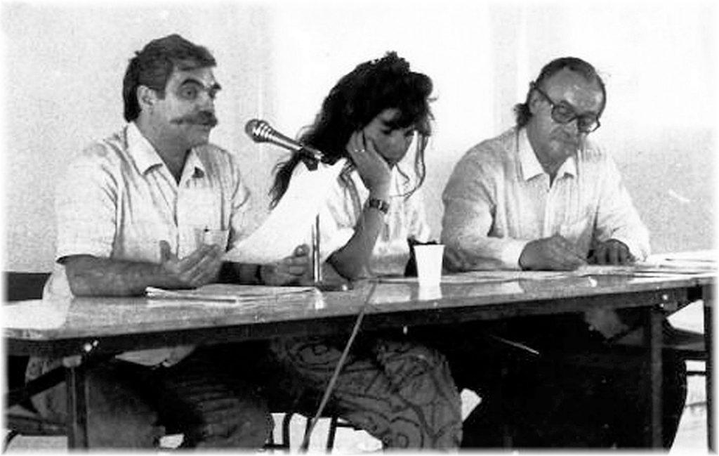 En 1989 à Sète, Jacques Blin (à gauche) aux côtés de Dominique Vilar, fille de Jean Vilar, et de Jack Ralite, ancien ministre, manifestation à l'initiative de l'association Mille Sète Cent 89. (coll. Rose Blin-Mioch)
