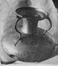 OEnochoè Bronze à deux anses Diamètre : 25 cm.