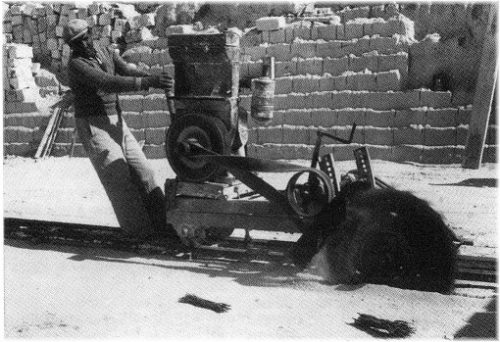 Pierre de Castries Avant 1956 les premières scies pour l'extraction de M. Bénafigos