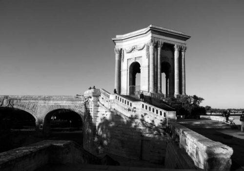 La place royale du Peyrou : le temple des Eaux et l'arc de jonction avec l'aqueduc