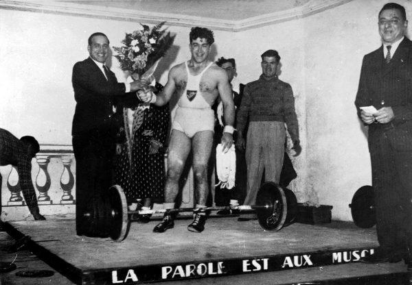 Paul Rocca félicitant Henri Ferrari à l'issue d'une compétition (Photo : Etienne Genin)