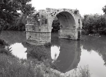 Vestiges d'un pont de l'époque romaine à Ambrussum