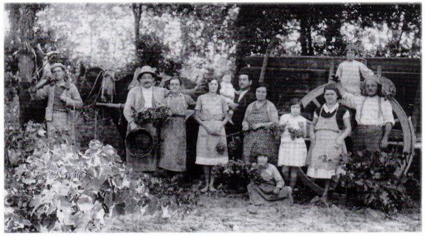 Boisseron, 1932 : en famille chez Célestin Domergue (coll. F. Obert).