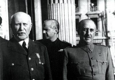 Le maréchal Pétain et le général Franco au balcon de la Préfecture (coll. privée)