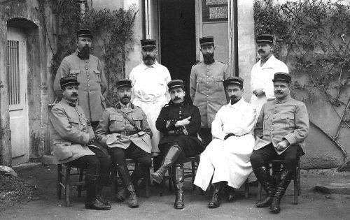 Fig. 4 : Jean-Étienne Alquier, premier du deuxième rang, à la 16e section d'infirmiers militaires